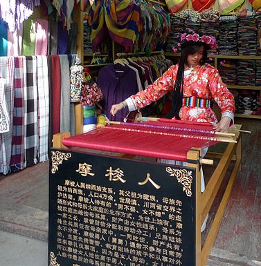 https://en.wikipedia.org/wiki/File:Mosuo_girl_weaver_in_Old_town_Lijiang.JPG Creative Commons Attribution-Share Alike 3.0 Unported ©