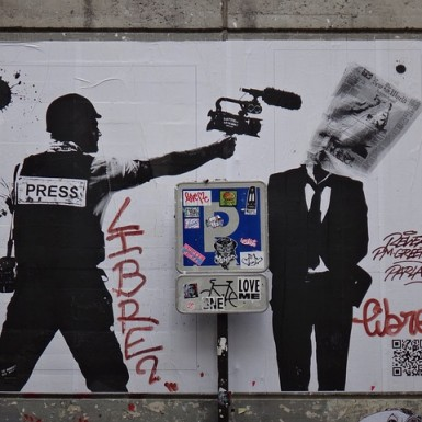 https://pixabay.com/fr/paris-graffiti-politique-image-180342/ CC0 Public Domain ©