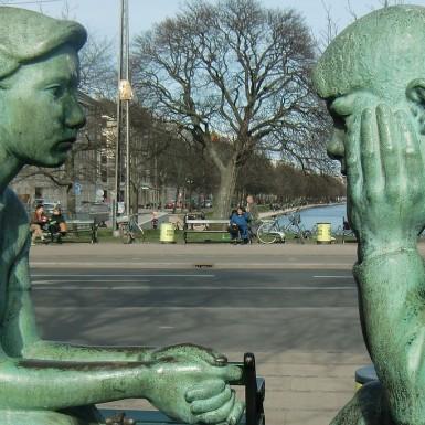https://pixabay.com/fr/sculpture-couple-parler-penser-430648/ CC0 Public Domain ©
